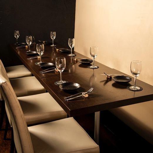 半個室は最大16名様までOK!黒と白を基調にしたファー個室でゆったりお食事をお楽しみ頂けます。歓送迎会、コンパ、誕生日会にもおすすめ★
