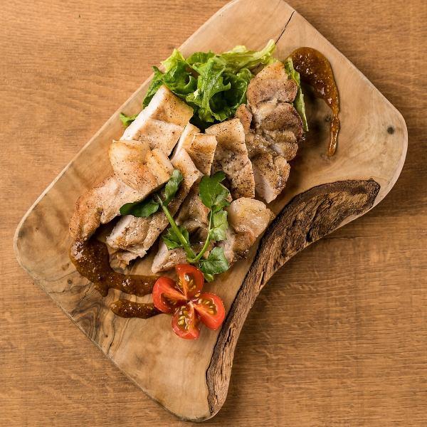 포토 제닉 요리를 다양하게 준비.제공의 접시와 접시는 물론, 담음 등 세세한 부분까지 신경 내놓으드립니다.SNS 돋보 틀림 없음! 여기 사진도 찍으면서 식사를 즐기실 수 있습니다.