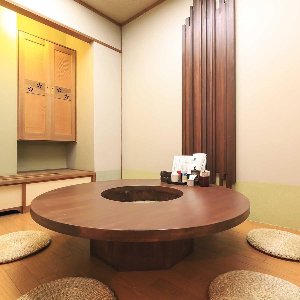 [2nd Floor] Private room for 2 to 10 people is enriched ★ Roundtable is limited to 2 rooms