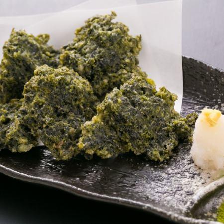 Tempura of blue seaweed