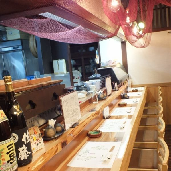 【Counter Seat】 Boasting Akita natural cedar boasts as a counter seat of the board.You can get drunk while feeling calm wood warmth.As soon as seven people will be saved soon.It is possible to book up to 2 people.A delicious dinner with a cup of bliss.