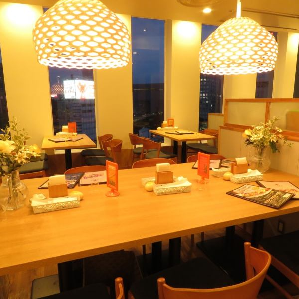 Sakae Sukairu 9F ☆ stylish cafe space for lunch and girls meetings, counter seating with a view of the guests you ♪ night view use it in a variety of scenes, such as night cafe is possible to correspond also to the banquet of recommended ◎ up to 60 people is also on a date
