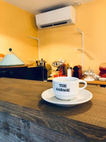 カフェはオリジナル自転車ブランド「SantilloCicli」のショールーム併設スペースとなっております。ガレージのレンタルやギャラリースペースとしての貸し出し等も可能です。お気軽にご相談ください。