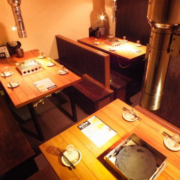 Second floor of 4 people's seat and 6 persons seat popularity of table seating.In 13 to 16 people is available as a private room!