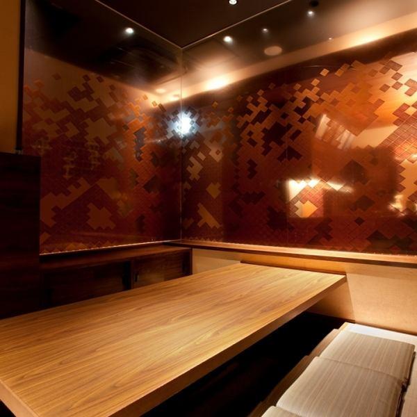 【完全個室】少人数のご宴会にぴったり!7名までOKの掘りごたつ式完全個室は、ガラス張りの個室に間接照明が心地よい大人空間。ご予約必須の大人気個室席です。