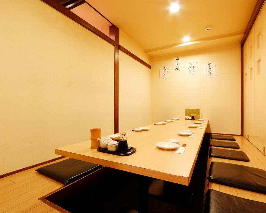 Two private rooms available for up to 12 people ◆ Prepared for entertainment and girls' society.