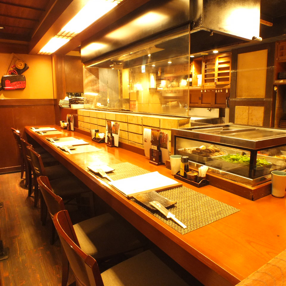 【One person is also welcome】 At the counter seat facing the kitchen, it is the perfect atmosphere to drop in and drop for work.