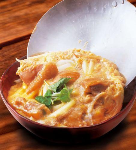 奥久慈卵の親子丼<味噌汁・浅漬け付>