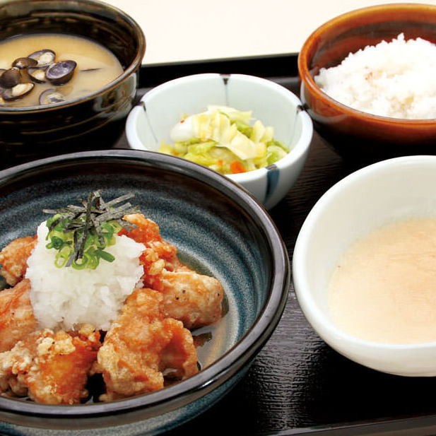 """""""Taste can be chosen"""" Fried young chicken set meal 【Shizumi miso soup · Shoddy pickles · Chiba prefecture Tonochi mulberry coat】"""