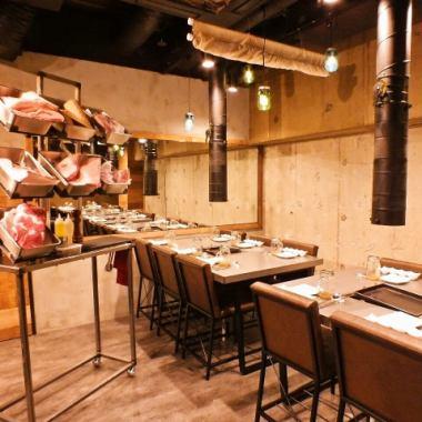 洗練されたスタイリッシュな空間。ご宴会は最大25名様まで着席可能!会社宴会、サークル飲みなどお気軽にお問い合わせください。