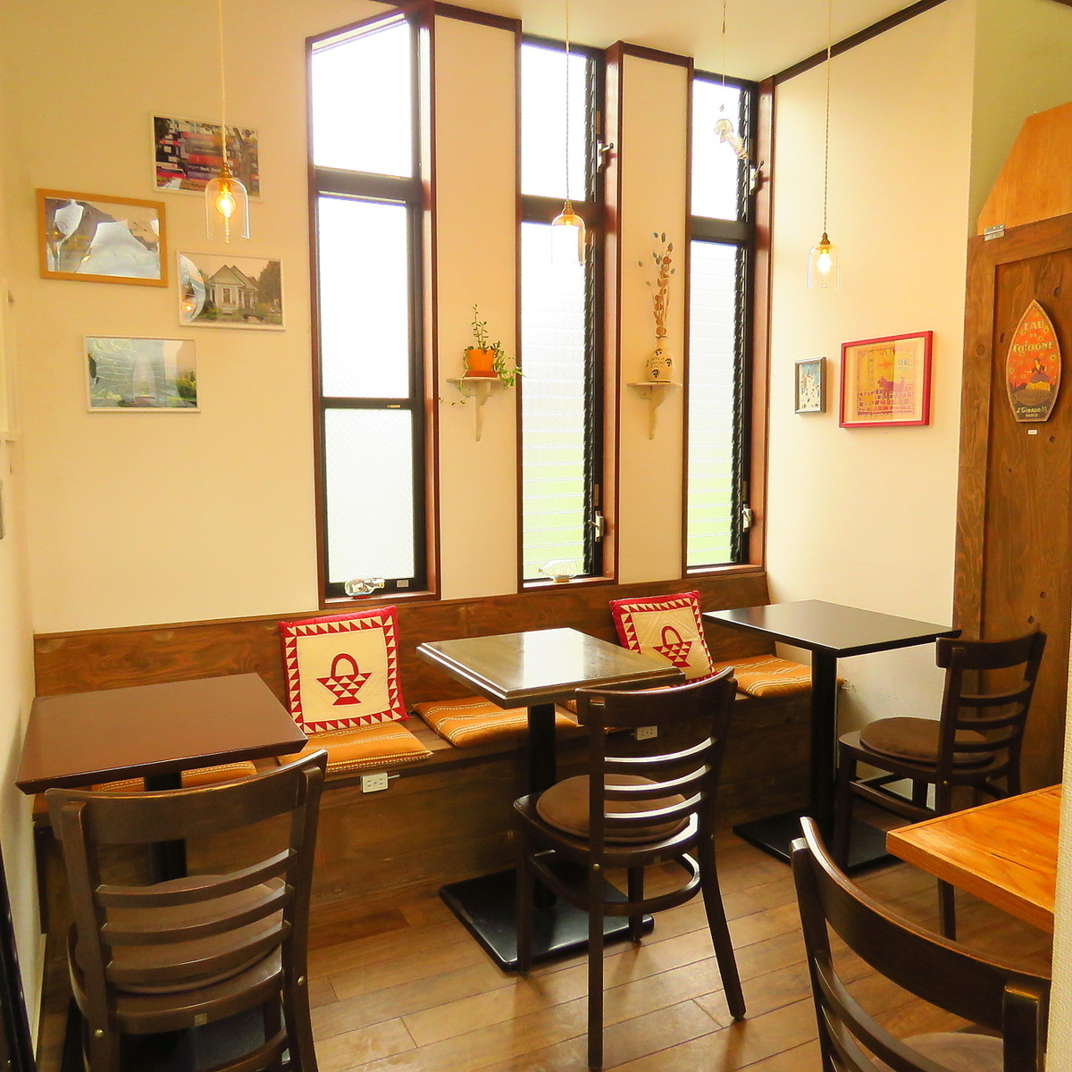 For the 2F seating, 4 to 8 people can use it for 8 to 10 people.There is a feeling of liberation because of the high ceiling! There are business days until 23:30 on weekdays, weekends lunch on weekends and holidays.You are welcome even one person! Have a calm time!