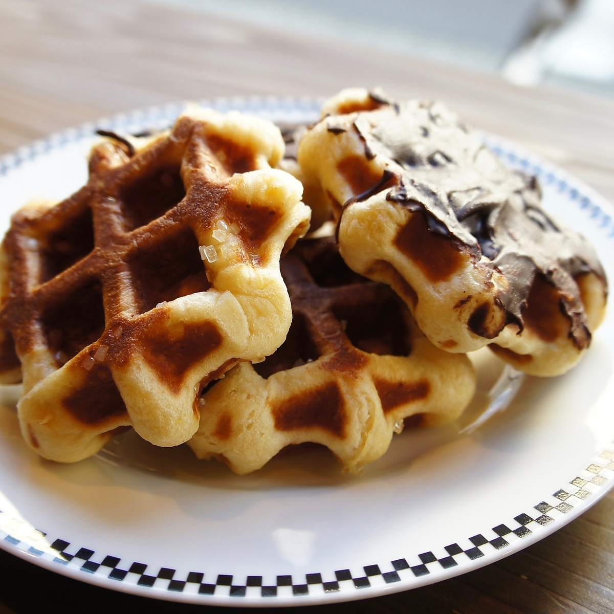【MINI WAFFLE (Mini waffle)】 You can choose from two types of chocolate or walnut and zarame