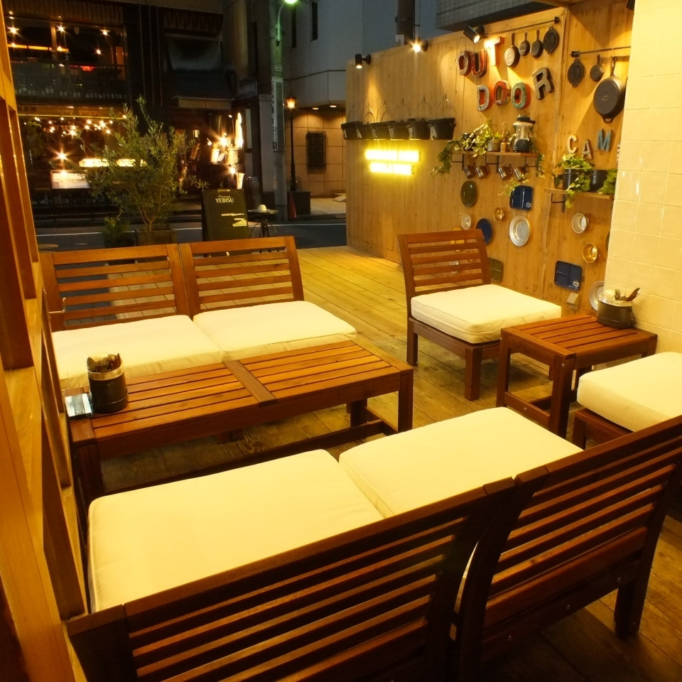The interior is spacious with woodgraining ♪