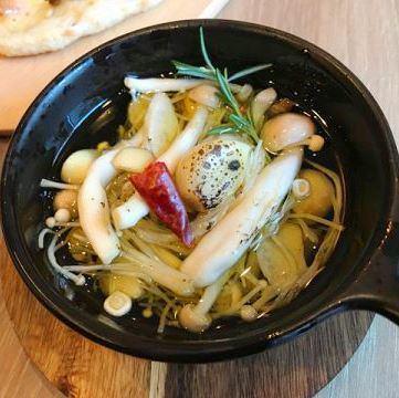 Ahijo大蒜,蘑菇
