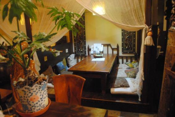 热带心情Manten接着空间。♪完美的,当你想慢慢用餐,一边欣赏宽敞的客厅巴厘岛的感觉