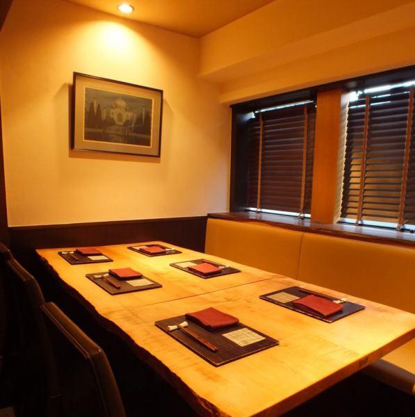 我们提供4个房间(6个座位,1个座位,4个座位,2个房间,2个座位和1个房间),营造出Nishi Azabu成人世外桃源的氛围 - 私密的氛围。请根据娱乐,用餐,与重要人物,会客以及夫妇,情侣等各种场景使用。※现在接受电话预约。