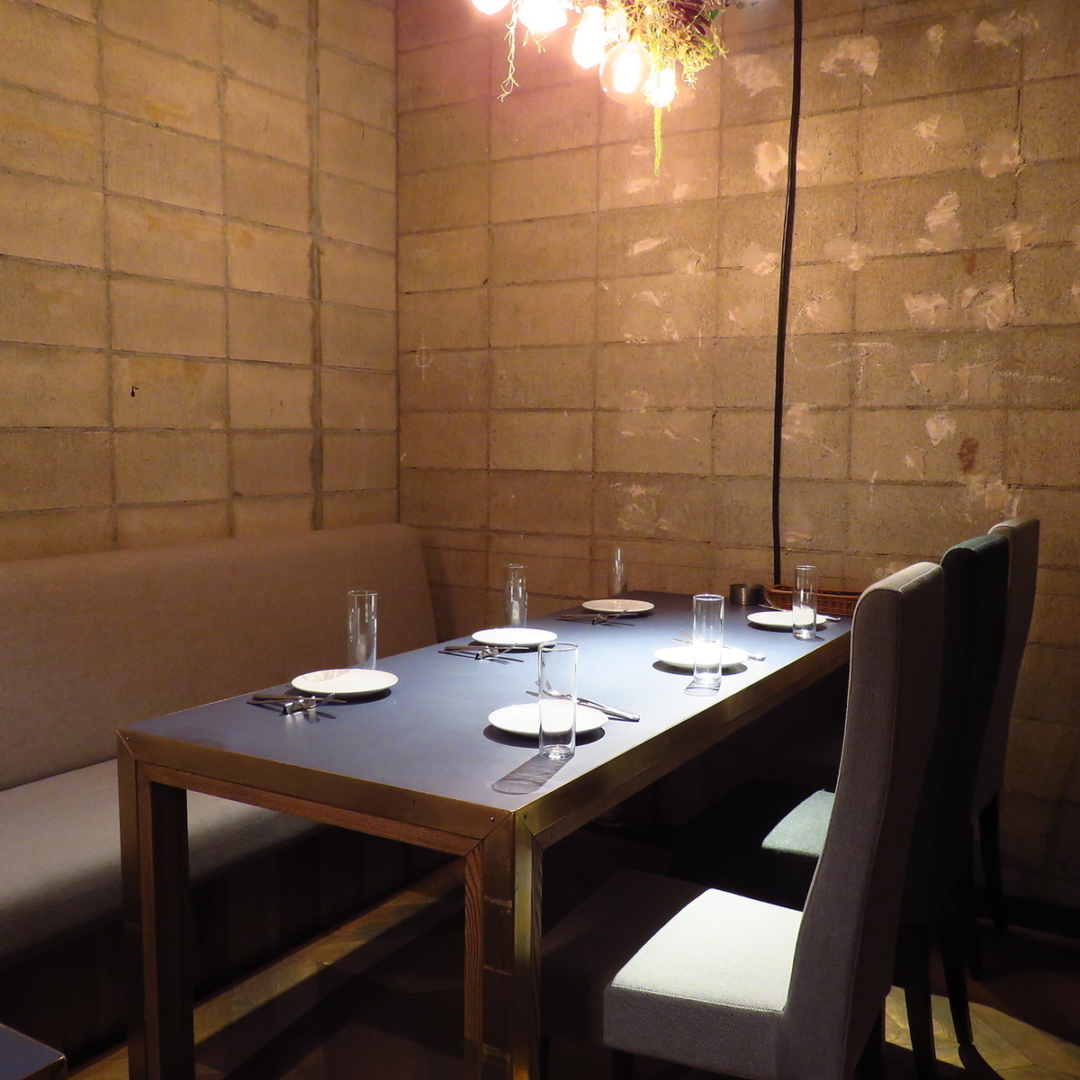 The table seats in the back of the store can also be used as semi-private rooms with a partition with a curtain