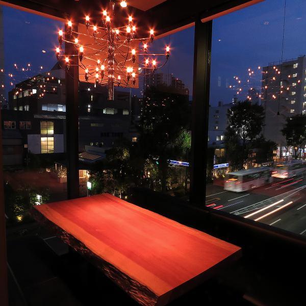 ◆窓際の特等席◆デートや接待にも人気のお席です。そのほか、完全個室もございます(4名様~20名様よりご利用可能)