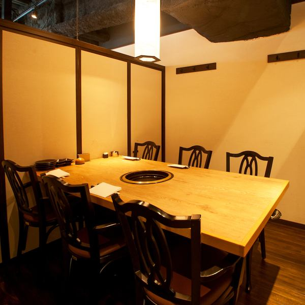 Table-type private room of two persons to a maximum of 10 people housed suited for a wide variety of guests.