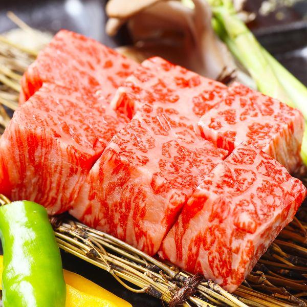 홋카이도 산 최고급 A5 랭크 흑우를 깎 잘라 한 두껍게 썬 불고기를 즐길
