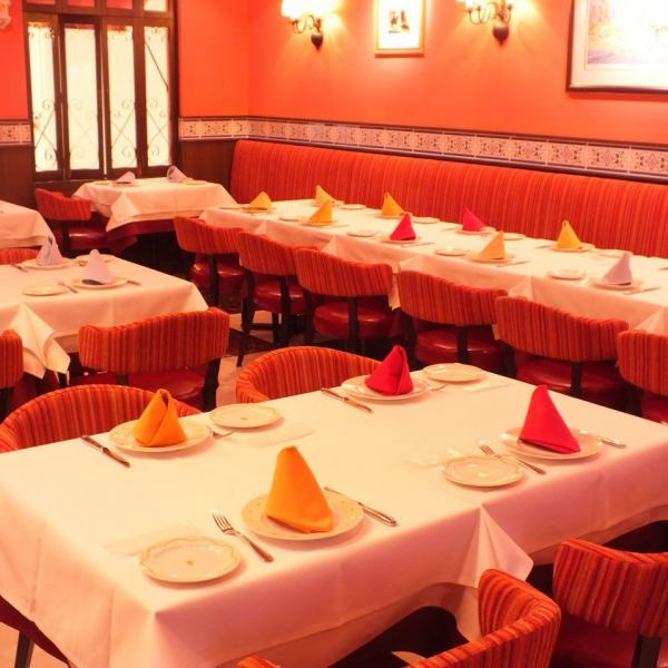 20様前後の予約も、大人数の御予約もOK!!ご予約はお早めに!!仲間とワイワイ楽しむテーブル♪オシャレな店内で、本格スペイン料理をお楽しみください♪