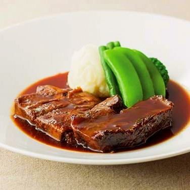 Boiled beef and beef tender soft red wine