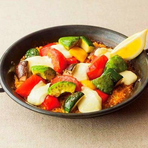 野菜とモッツァレラチーズのパエリア