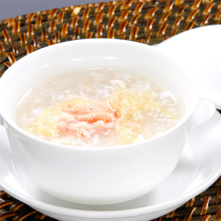 Soup with crab meat and shark fin