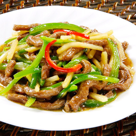 Stir-fried beef and green pepper slices