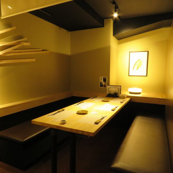 This room is for 4 to 12 people.Although it is a little wider room, we promise your private even more time.A convenient long table can be used widely including banquets and events such as dinner party.Please feel free to inquire from the reservation of the seat.