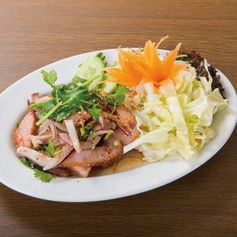 Pork and herb spicy salad / chicken ground minced salad