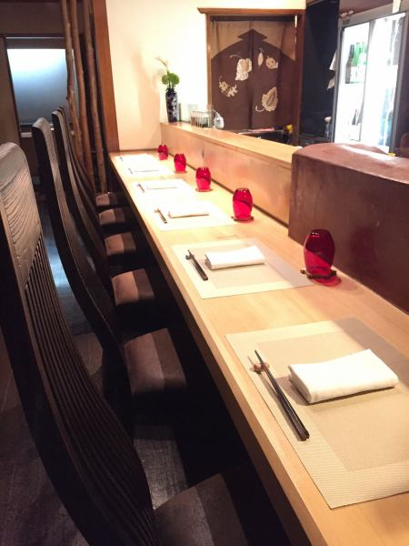 Counter seats that are pleasant to meet for a while and four tables are available.