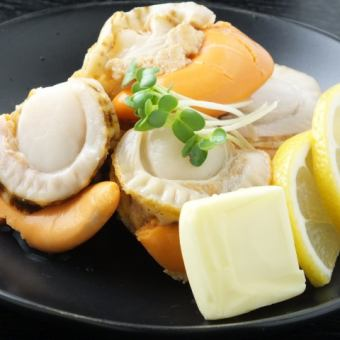 Grilled big scallops with butter