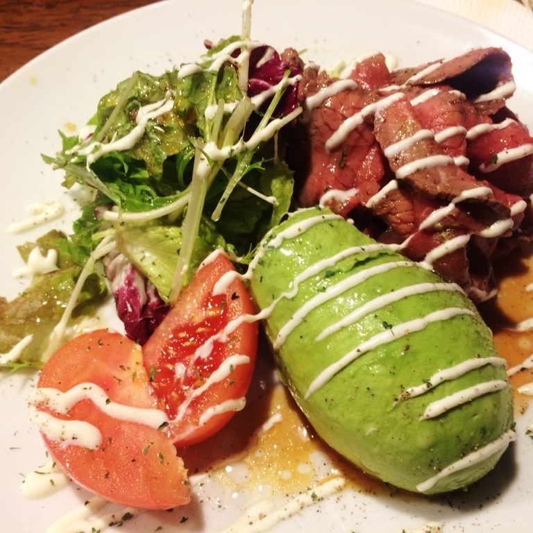 ■ Japanese style salad with homemade roast beef and avocado (half / regular)