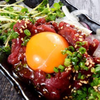 桜肉のユッケ仕立て