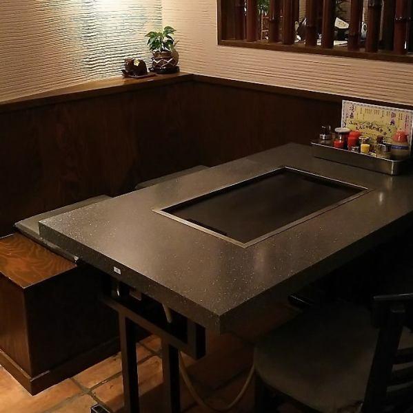 テーブル席は4名様テーブルが4卓。