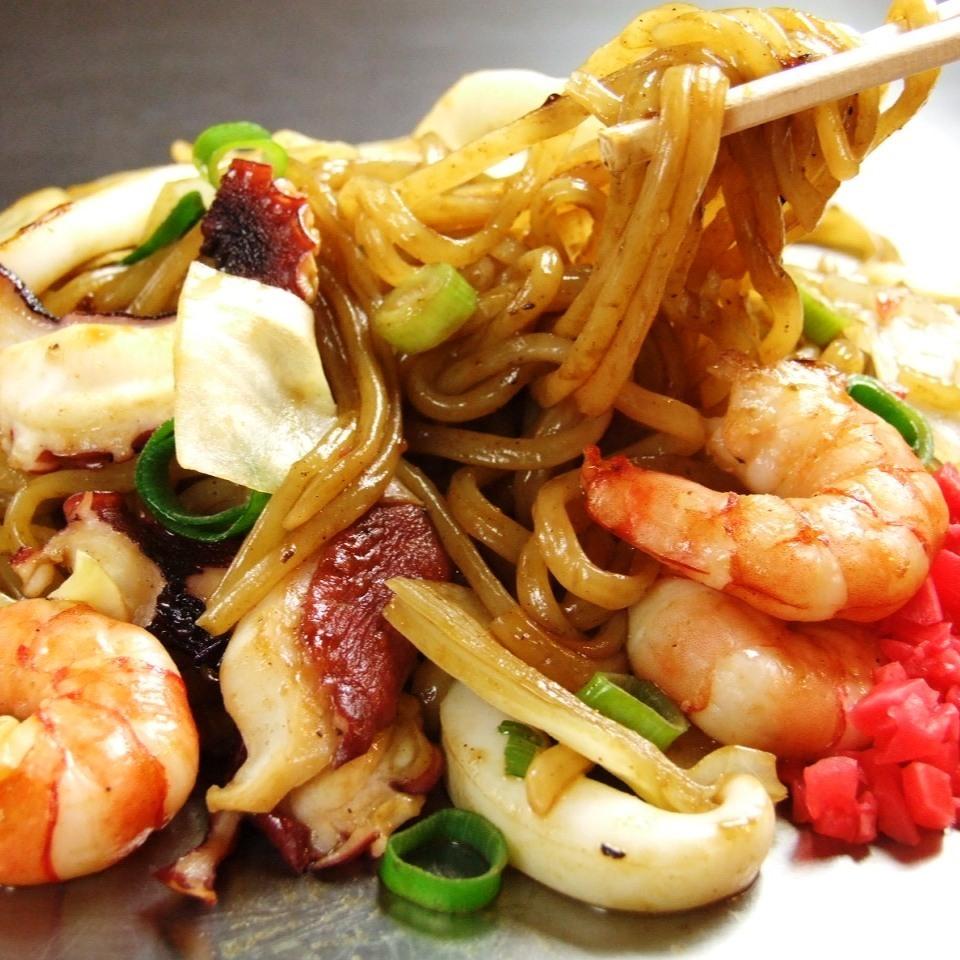 混合炒蕎麥麵(魷魚,蝦和豬肉)