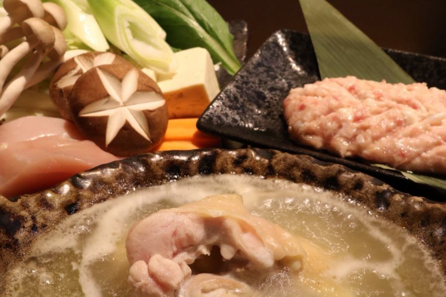 "Supreme soup of insistence and fresh chicken · · ·.Hakata's representative hot-pot dish ""water cooked""."