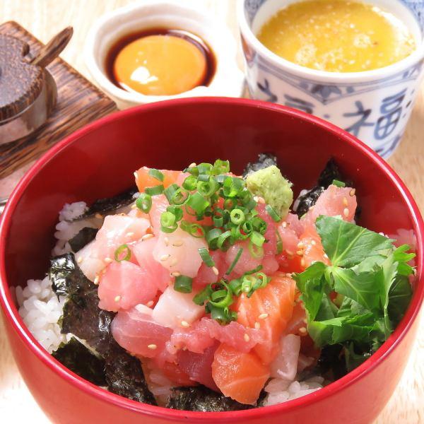【福郎といえば】名物「福郎丼」は酢飯がポイント!新鮮な刺身を黄身醤油で。最後は出汁茶漬けに!
