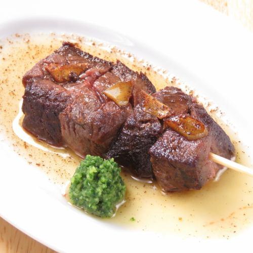 【お肉料理も絶品です】「牛イチボステーキ串」赤身が好きな方には特におすすめ!