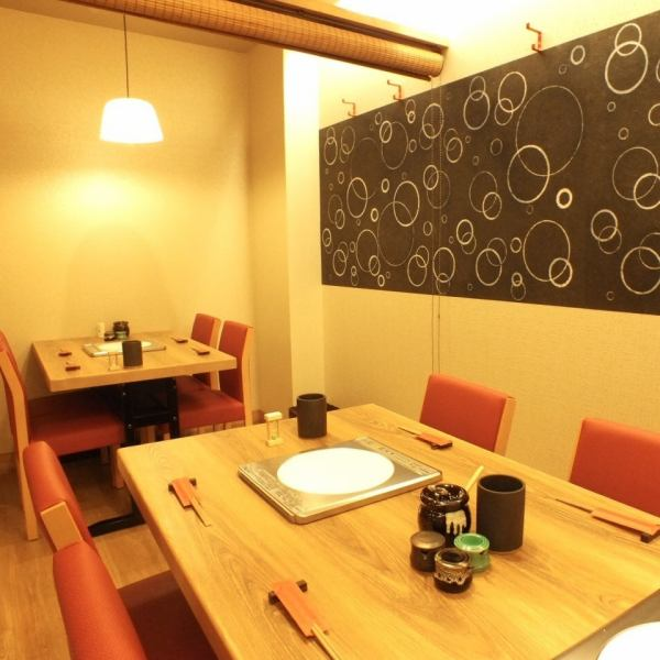 There are 4 tables at the back of the store and 2 tables at the table of 6 people.It is also possible to shabu-shabu pot with a small number of people.Since there is also a partition, you can use it as a half-room so we welcome you a small party party or returning to the company ♪ Reserve your reservation as soon as possible!