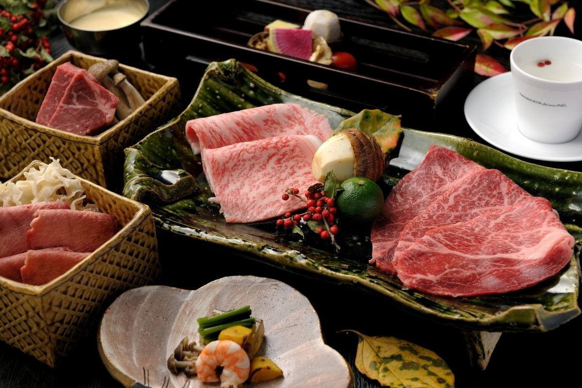 A5 grade brand Japanese beef charcoal grilling course is very popular !!