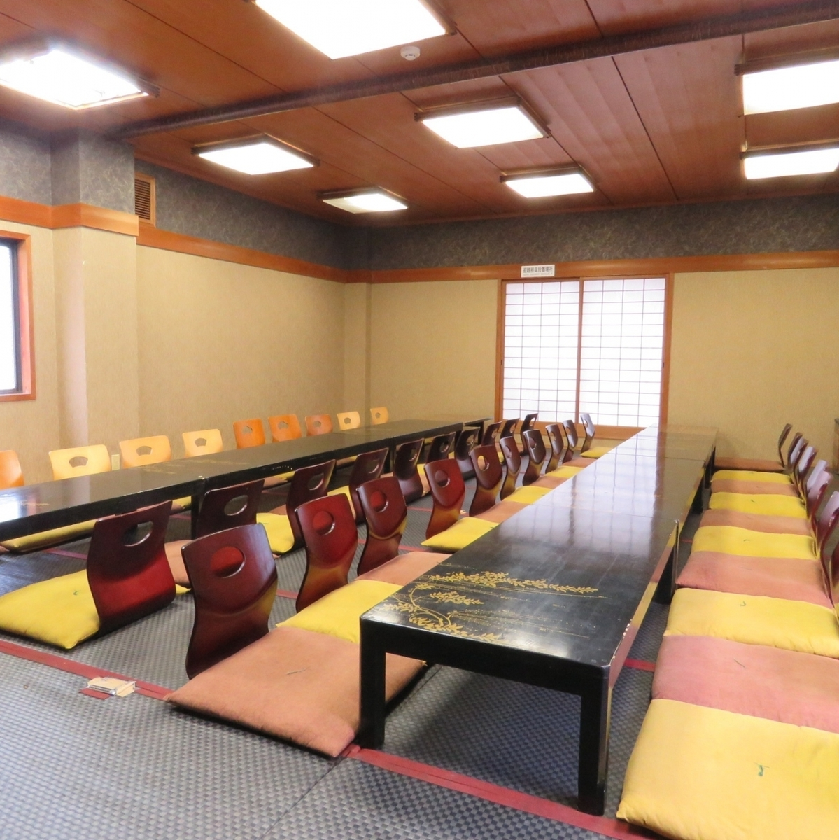 The seat of the Kaizuka which relaxes relaxedly is available for a maximum of 40 people.