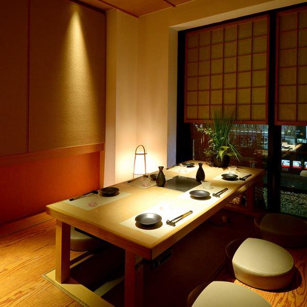 【個室/宴会】完全個室のプライベート空間でおくつろぎいただけます。周りを気にせず大切な方や、気の合う仲間たちとのお時間をお楽しみいただけます。
