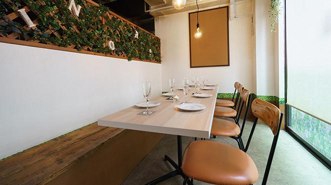 小宴会にもピッタリなテーブル席※うち1テーブルはソファ席あり