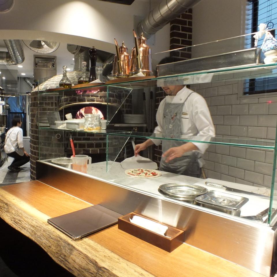 石炉披萨柜台!