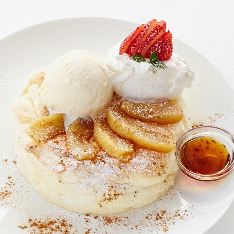 リンゴとバニラアイスのパンケーキ