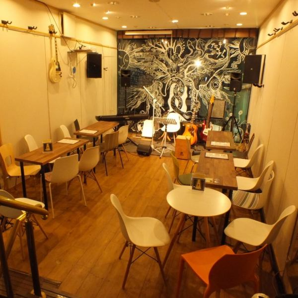 The second floor of our shop is a live space where everyone can perform and sing a song.Of course it is ok just to listen.There are days when you can join by jumping in.No charge, you can order two drinks / hood of ALL 500 yen OK.Why do not you enjoy raw music?