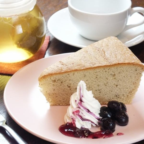 Cafe time to enjoy relaxingly.【 cake set 】
