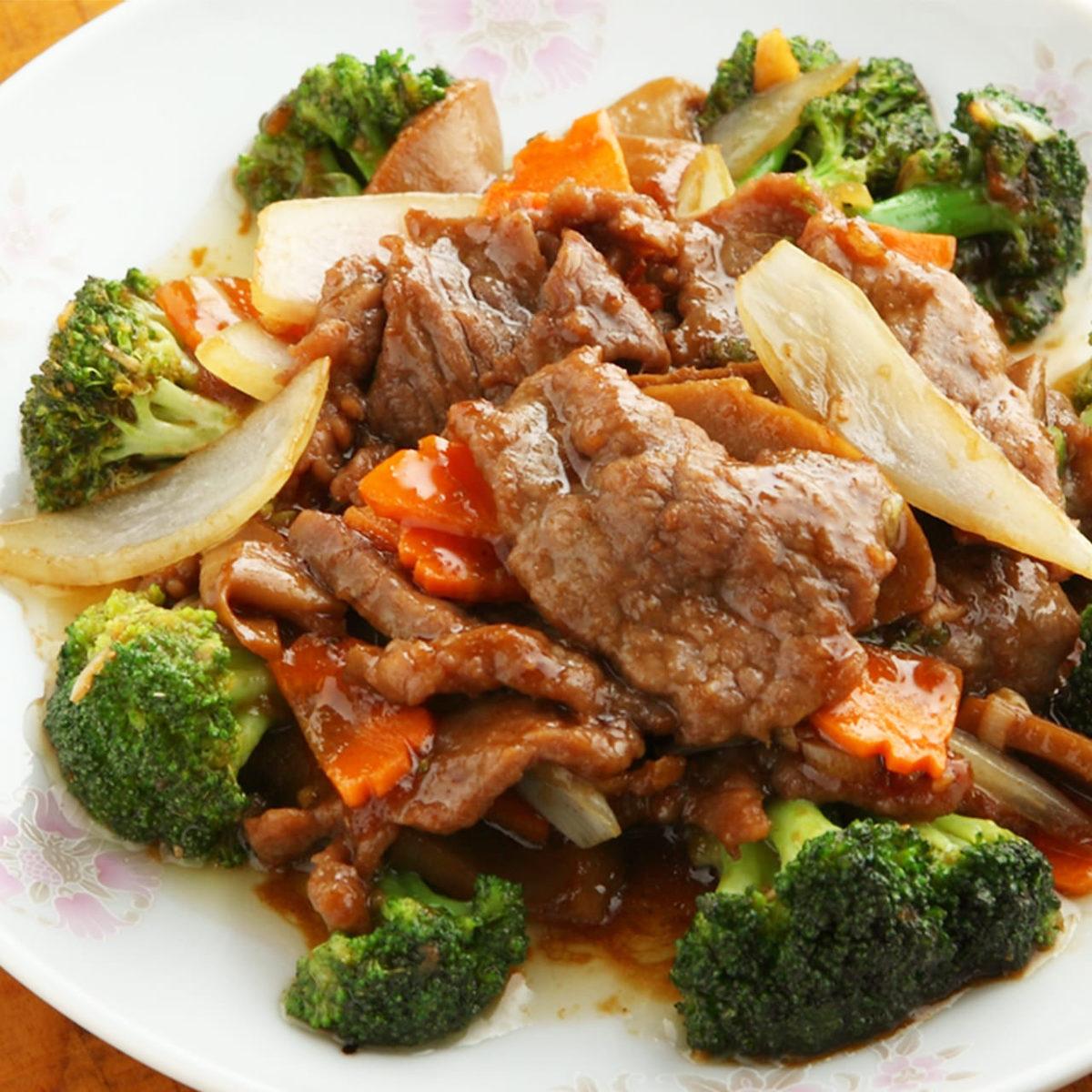 牛肉とブロッコリーの炒め/鉄鍋牛肉の四川風激辛うま煮